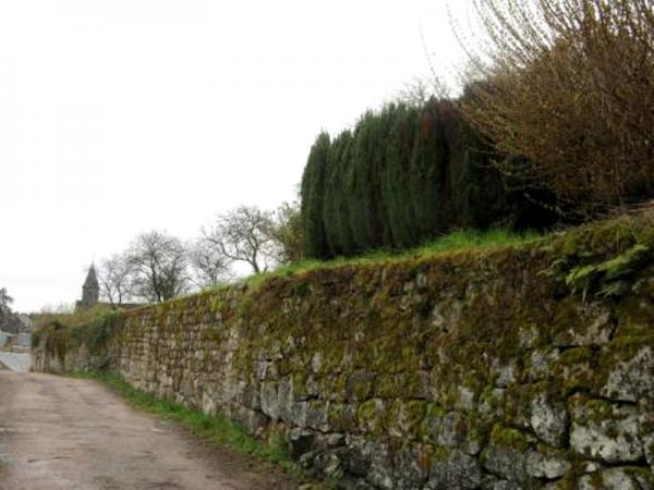 Lormes (Nièvre) Les vestiges des fortifications