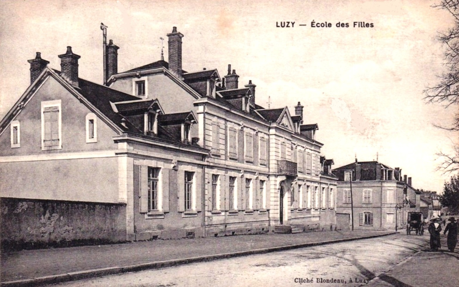 Luzy (Nièvre) L'école de filles CPA