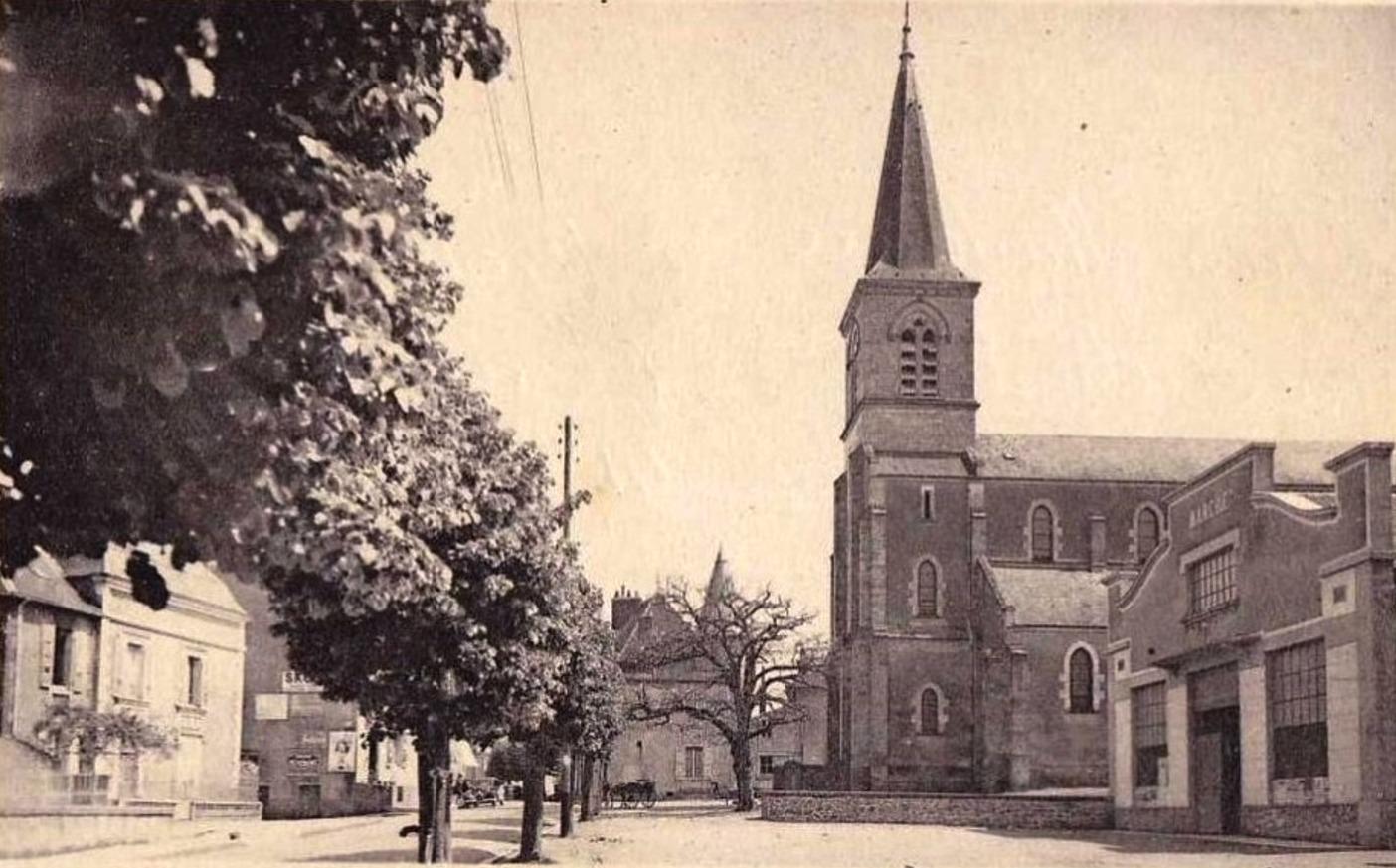 Luzy (Nièvre) L'église et le marché couvert CPA