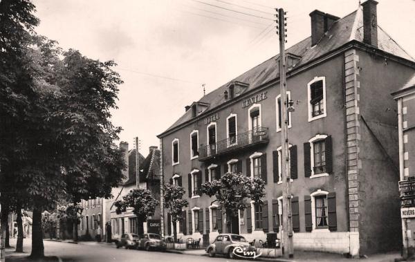 Luzy (Nièvre) L'Hôtel du Centre CPA