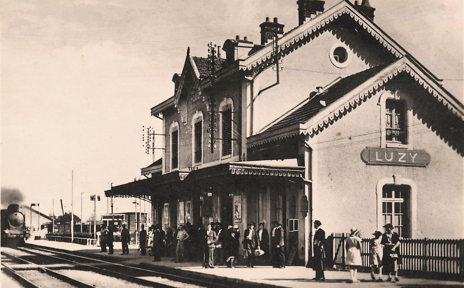 Luzy (Nièvre) La gare CPA