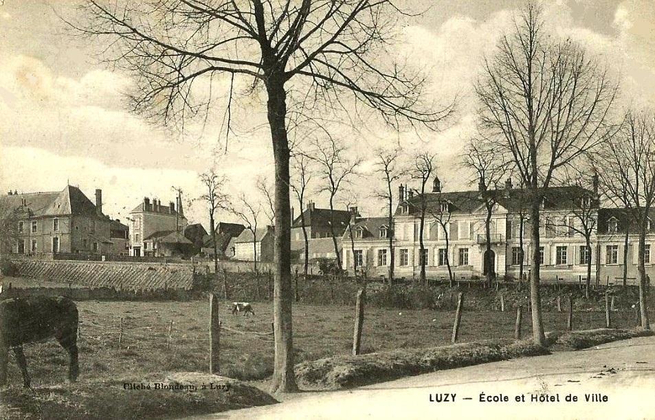 Luzy (Nièvre) La Mairie CPA