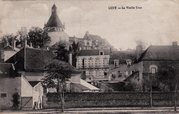 Luzy (Nièvre) La tour CPA