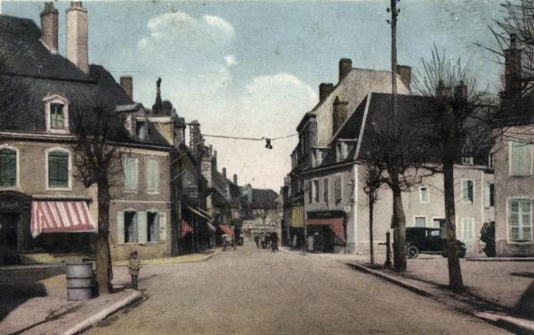 Luzy (Nièvre) Le centre ville CPA