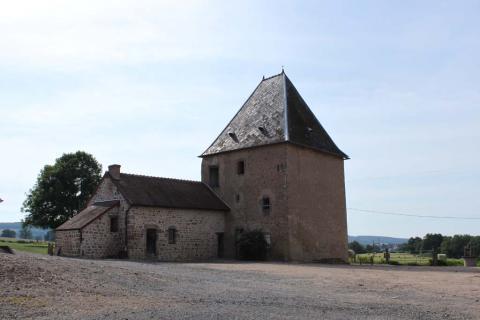 Luzy (Nièvre) Le château de Montarmin