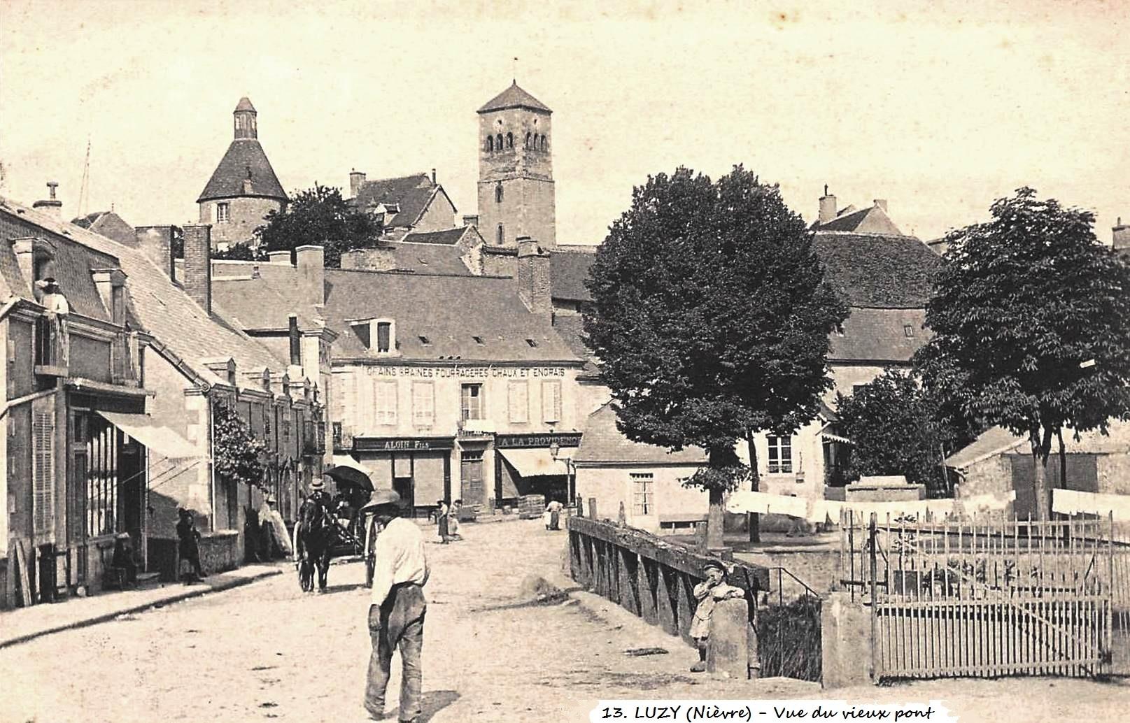 Luzy (Nièvre) Vue du vieux pont CPA