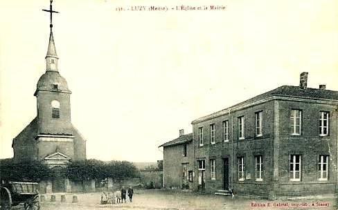 Luzy-Saint-Martin (Meuse) L'église et la mairie CPA