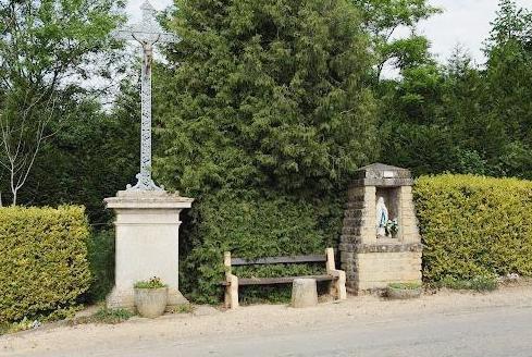 Luzy-Saint-Martin (Meuse) Le calvaire et l'oratoire
