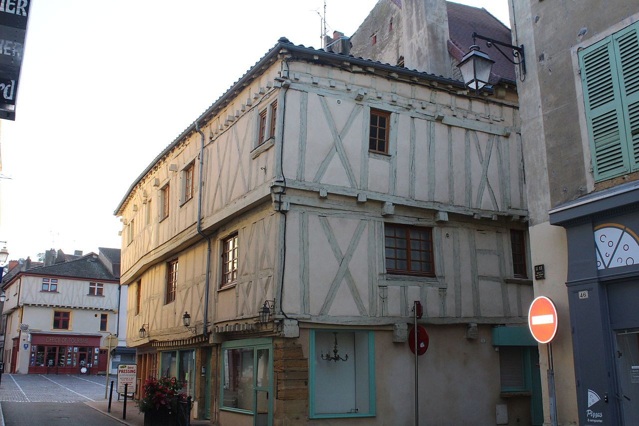 Marcigny (71) Maison à encorbellements