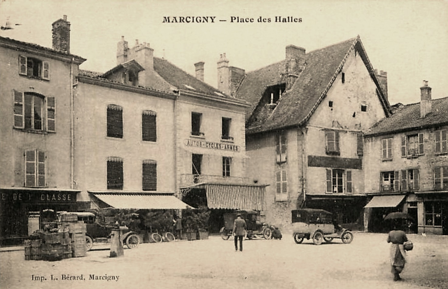 Marcigny (71) Place des Halles CPA