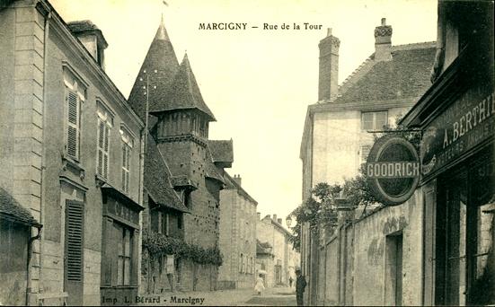 Marcigny (71) Rue de la Tour CPA