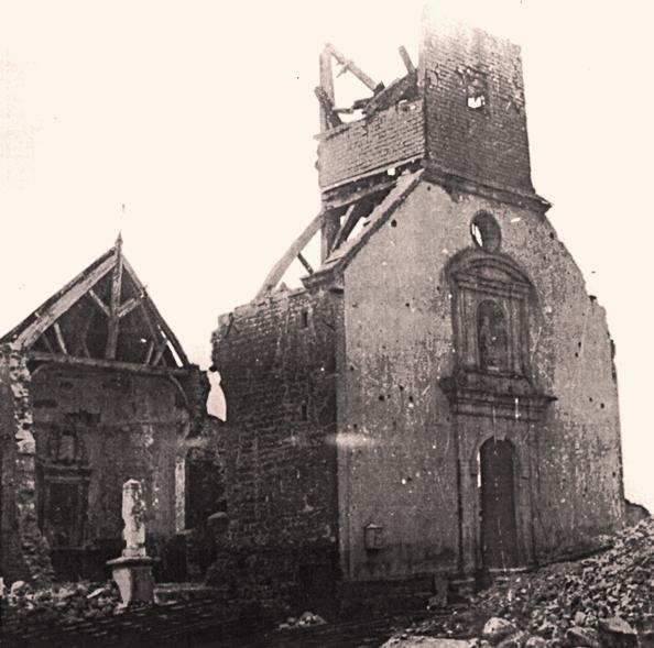Martincourt-sur-Meuse (Meuse) L'école en ruines en 1940 CPA