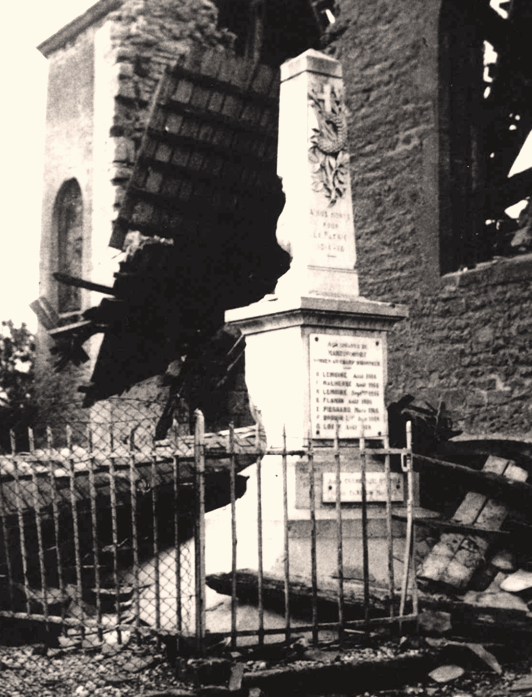 Martincourt-sur-Meuse (Meuse) Le monument aux morts en 1940 CPA