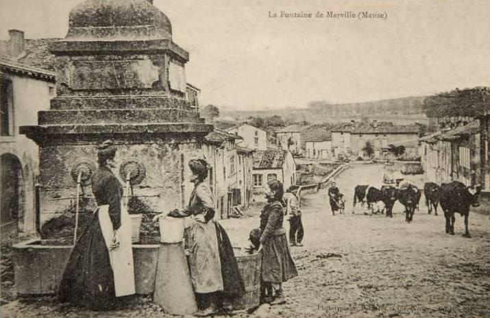 Marville (Meuse) La grande fontaine CPA