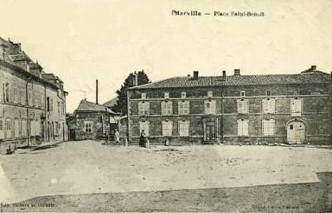 Marville (Meuse) La place Saint Benoit CPA