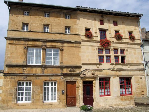 Marville (Meuse) Les façades Renaissance
