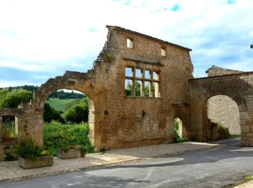 Marville (Meuse) Les ruines du couvent des Bénédictines