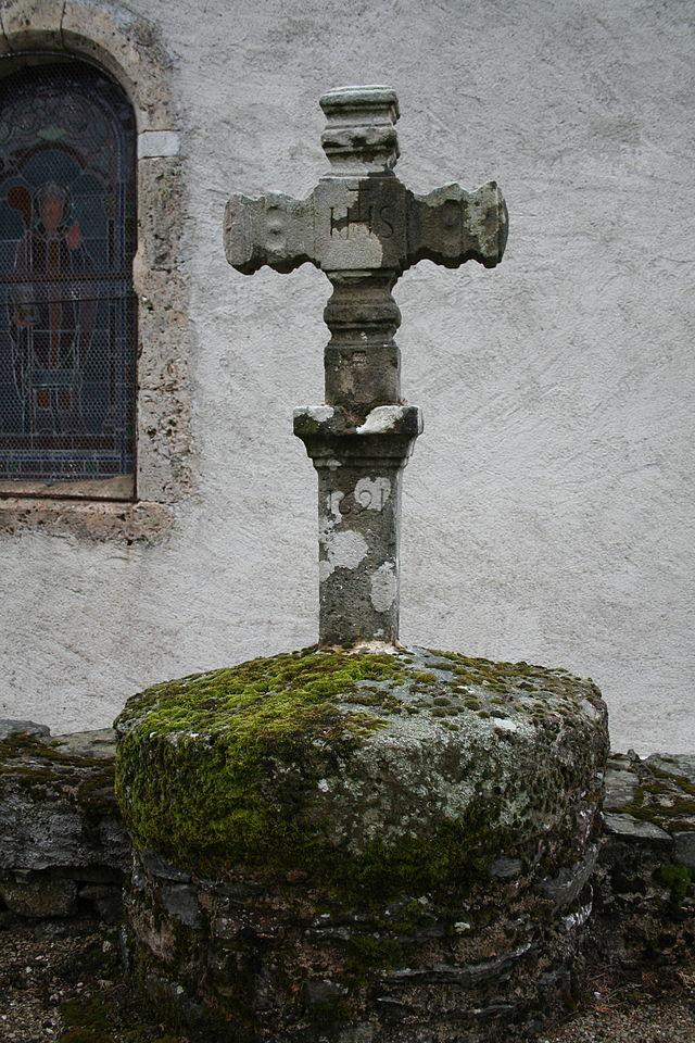 Melagues (Aveyron) Croix de 1691