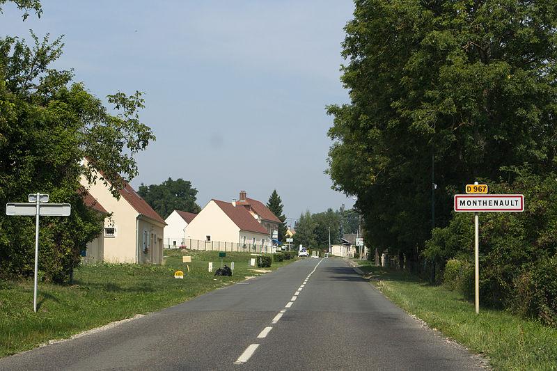 Monthenault (Aisne) Entrée du village
