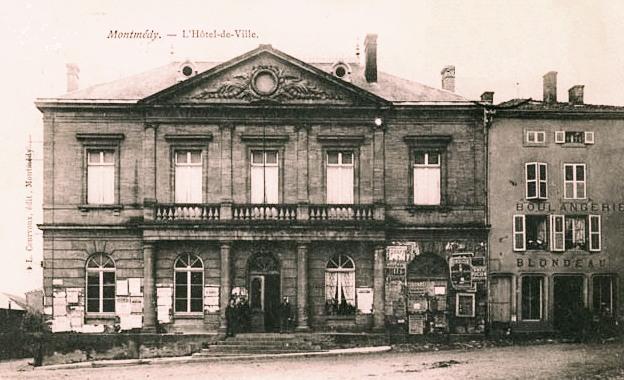 Montmédy (Meuse) L'hôtel de ville CPA