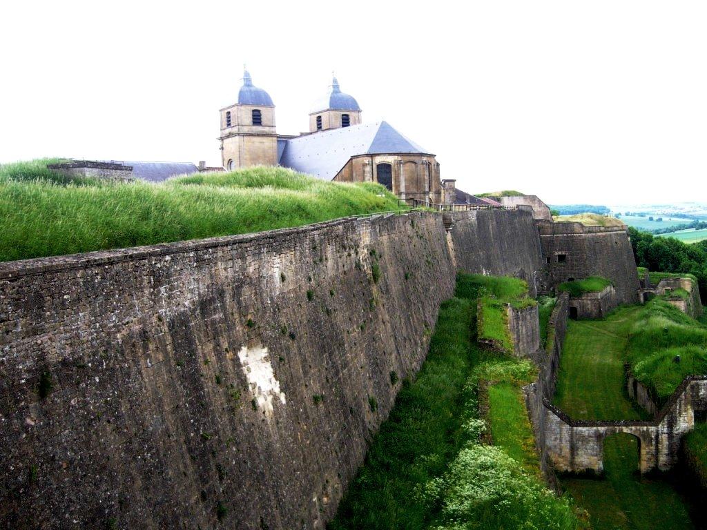 Montmédy (Meuse) La citadelle et l'église