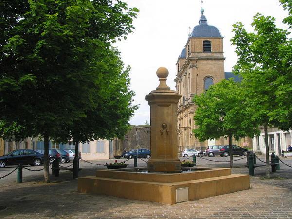Montmédy (Meuse) La fontaine, Montmédy-Haut