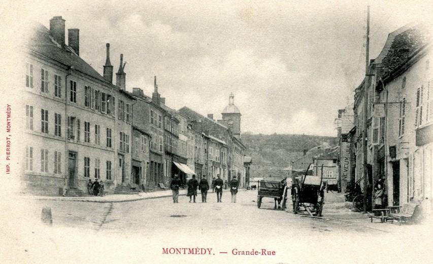 Montmédy (Meuse) La Grande rue CPA