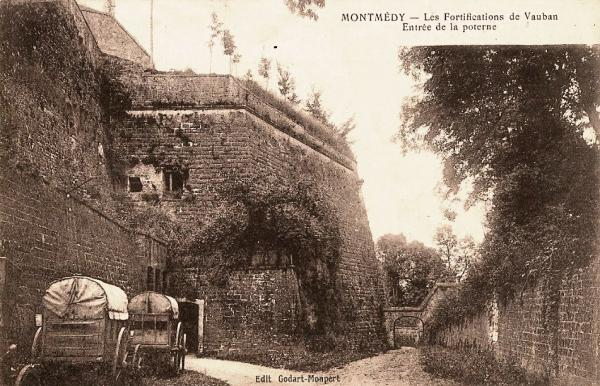 Montmédy (Meuse) La poterne CPA