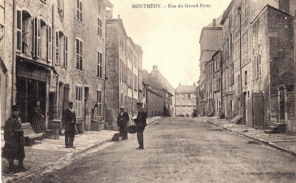 Montmédy (Meuse) la rue du Grand Puits CPA