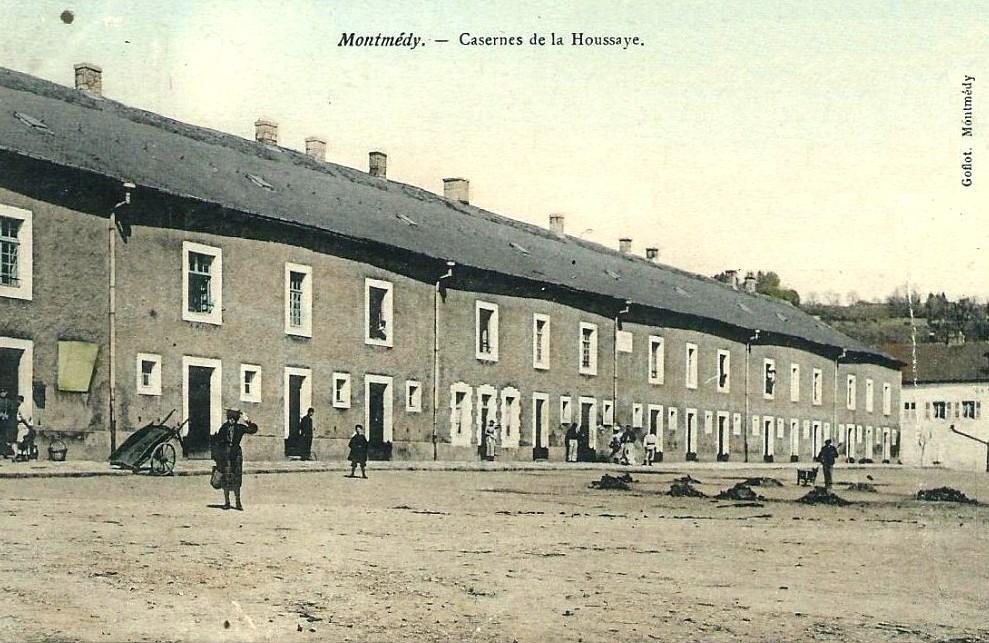 Montmédy (Meuse) Les casernes de La Houssaye CPA