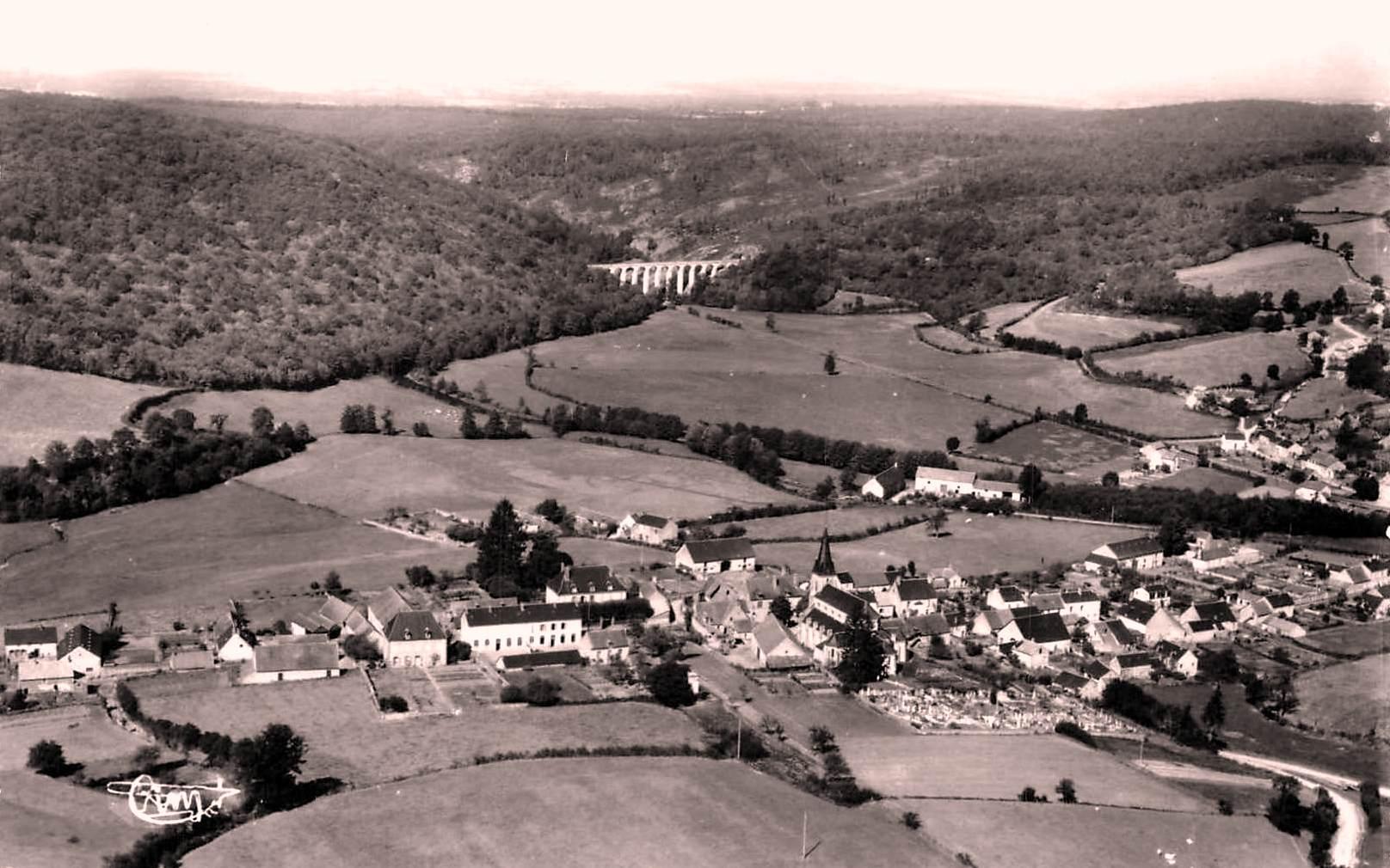 Montreuillon (Nièvre) Vue aérienne CPA
