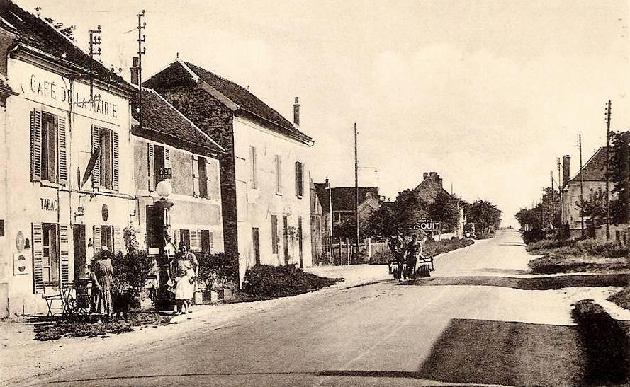 Moulins (Aisne) CPA Café