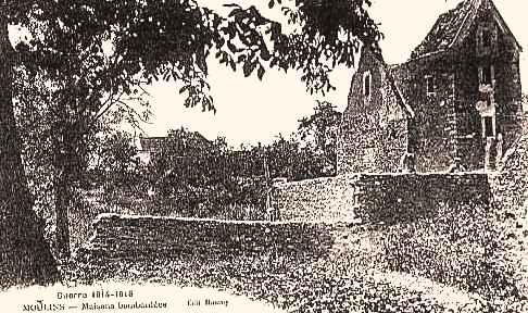 Moulins (Aisne) CPA Maison ruinées