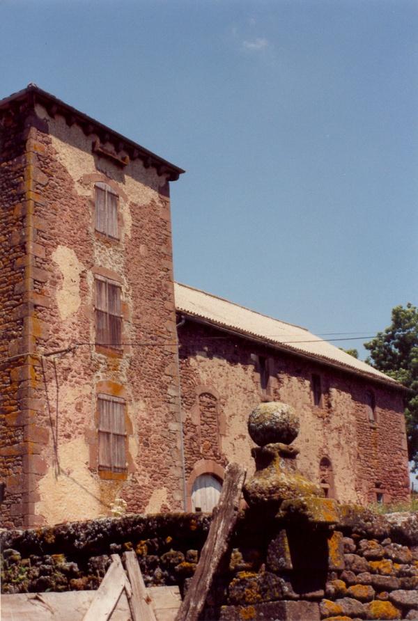 Mounes-Prohencoux (Aveyron) Château de Falgous en 2004
