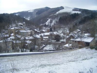 Mounes-Prohencoux (Aveyron) Vue générale sous la neige