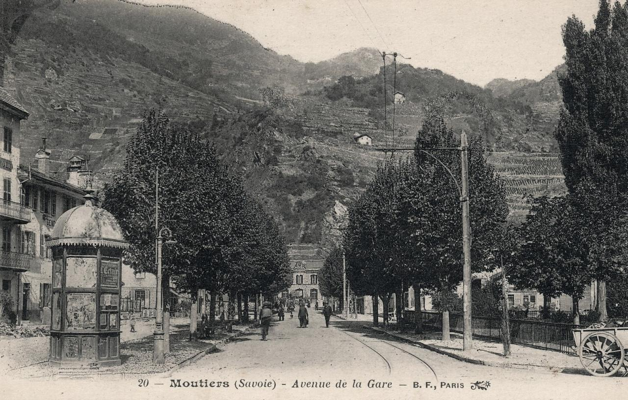 Moûtiers (Savoie) L'avenue de la Gare CPA