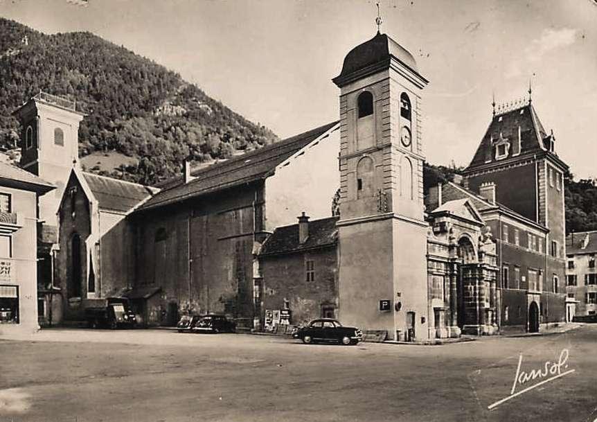Moûtiers (Savoie) La cathédrale place Saint-Pierre CPA