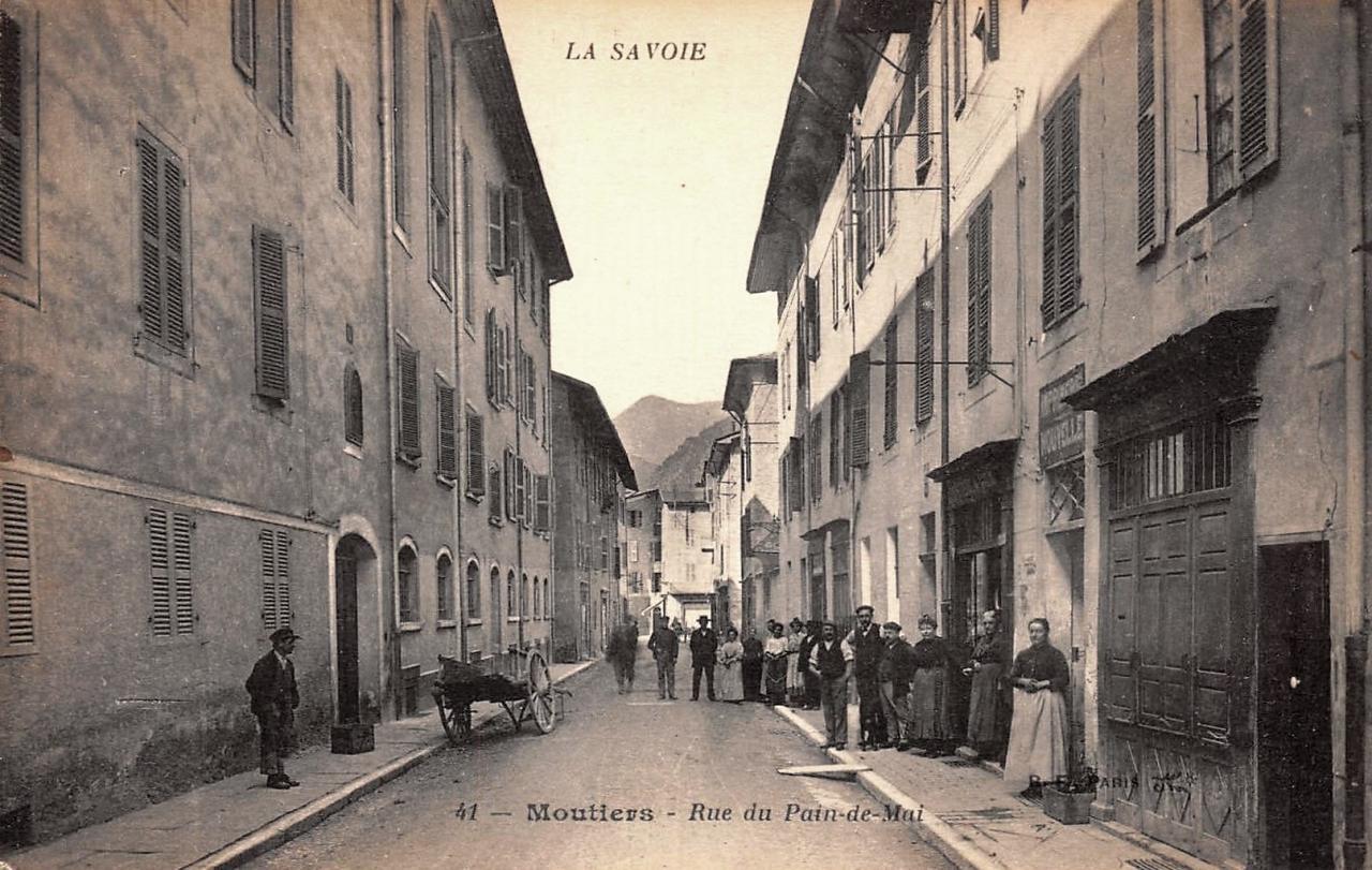 Moûtiers (Savoie) La rue du Pain de Mai CPA