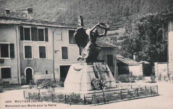 Moûtiers (Savoie) Le monument aux Morts CPA