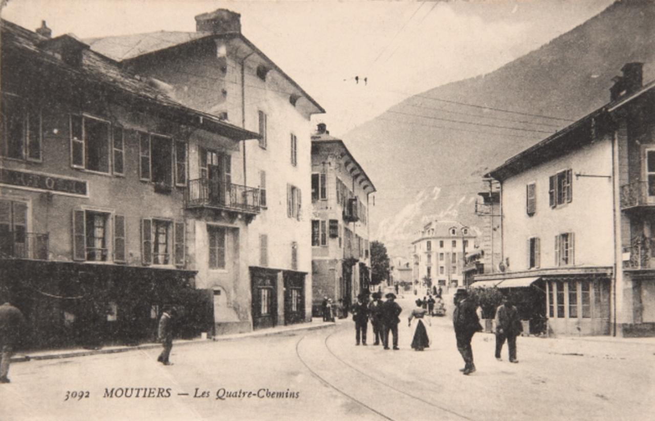 Moûtiers (Savoie) Les Quatre Chemins CPA