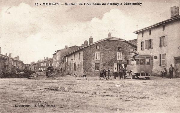 Mouzay (Meuse) La station d'autobus CPA