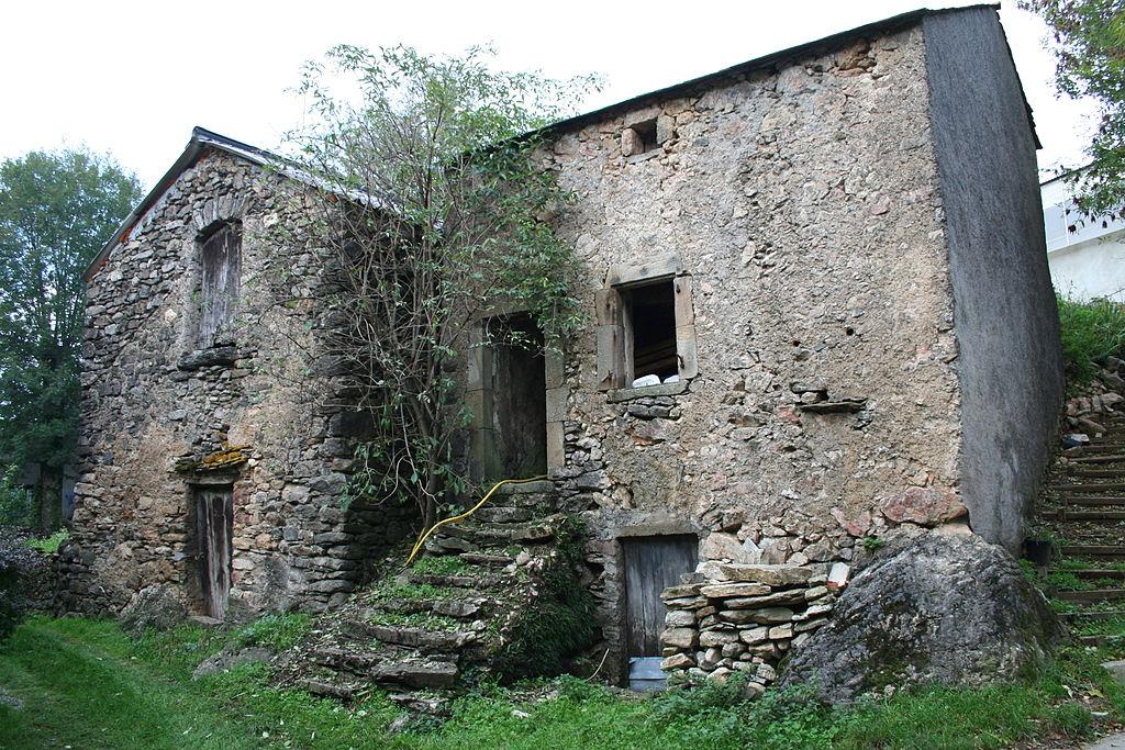 Murat-sur-Vèbre (Tarn) Boissezon, maison traditionnelle