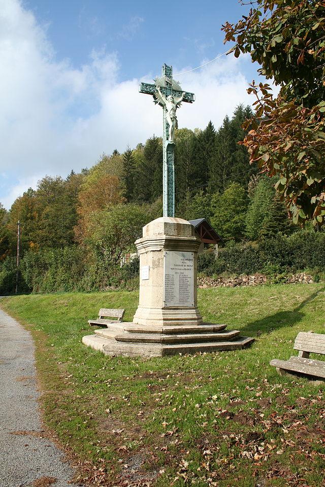 Murat-sur-Vèbre (Tarn) Croix près de l'église Saint Etienne