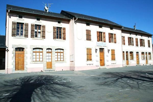 Murat-sur-Vèbre (Tarn) Mairie-école