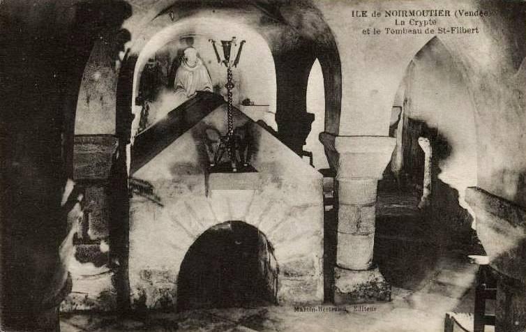 Noirmoutier-en-l'île (Vendée) L'église Saint Philbert, cripte CPA