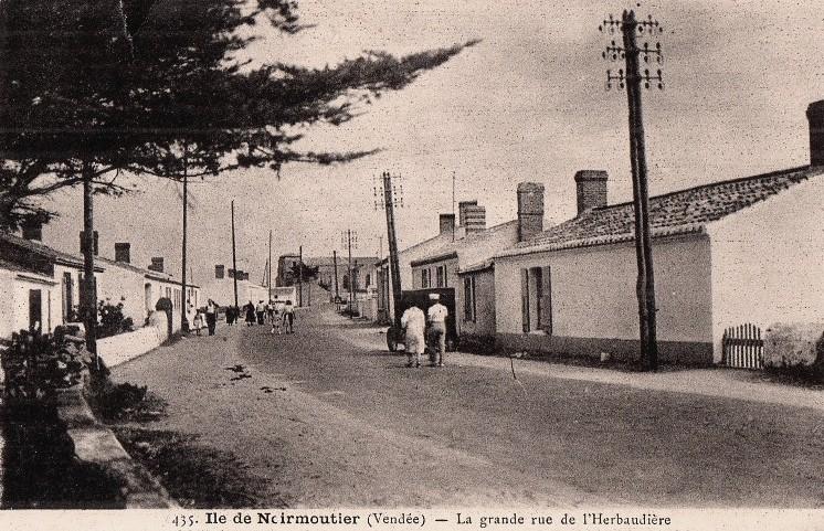 Noirmoutier-en-l'île (Vendée) L'Herbaudière, grande rue CPA