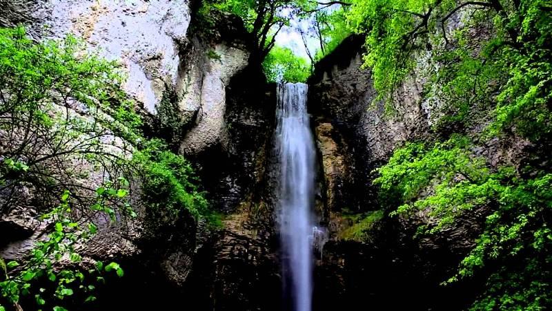 Nolay (Côte d'Or) La cascade du cirque du Bout du Monde
