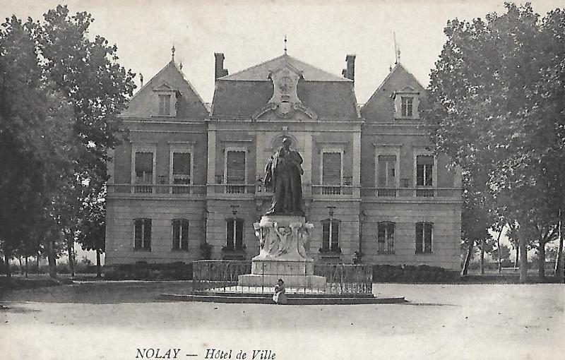 Nolay (Côte d'Or) La mairie CPA