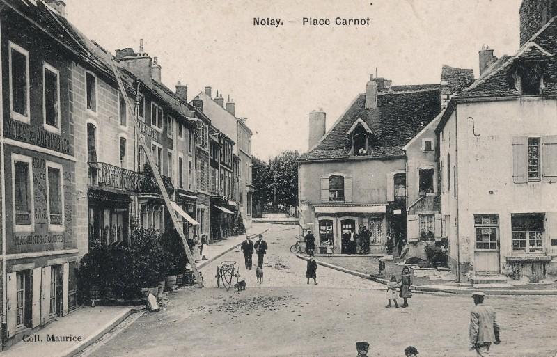 Nolay (Côte d'Or) La place Carnot CPA