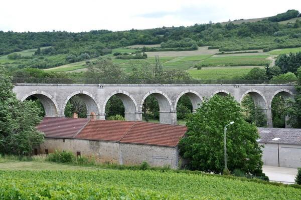Nolay (Côte d'Or) Le viaduc de la Roche-au-Bec